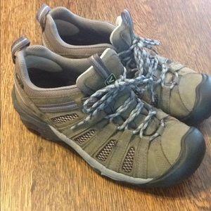 Women's keen voyageur hiking shoes charcoal
